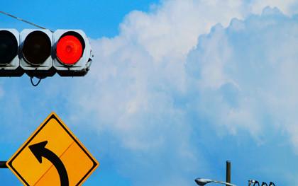 行人闯红灯被撞死谁的责任