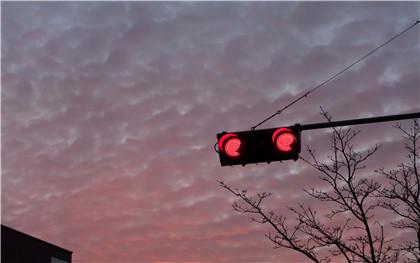 小型汽車闖紅燈一次罰款多少