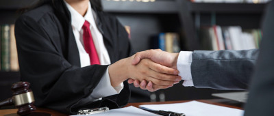 如何确定商品销售者与生产者的赔偿责任