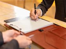 两个案件可以签一个委托合同吗