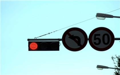 误闯红灯可申诉免罚