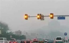 汽车闯黄灯是怎么认定的